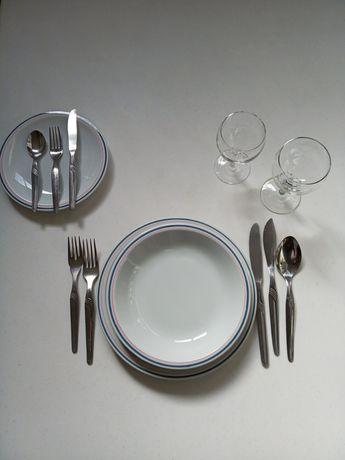 Louça: pratos, copos, talheres...