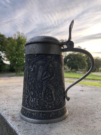 Stary metalowy kufel do piwa