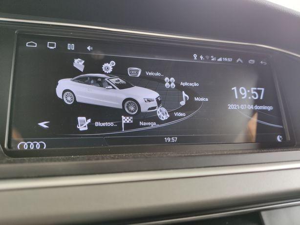 Audi Q5 monitor, ocupa todo o espaço e com novas funcionalidades.