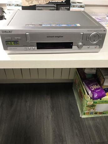 Продаётся, видеомагнитофон,Sony Casette Recorder