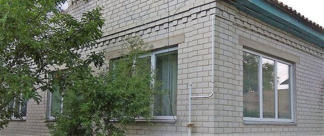 Двоповерховий будинок, в 10 хв. на авто від центру міста