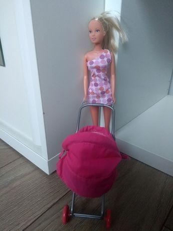 Sprzedam lalkę z wózkiem dziecięcym oraz małymi laleczkami