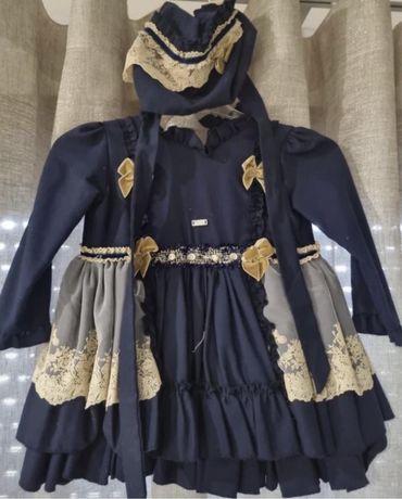 Vestido com touca