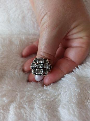 Anel prata com pedras preciosas