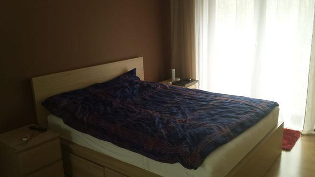 Łóżko sypialniane Malma z Ikea z materacem