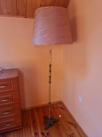Duża lampa stojąca