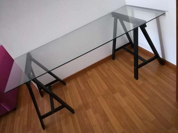 Mesa vidro temperado com cavaletes Ikea