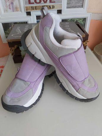 Продам кроссовки Raid