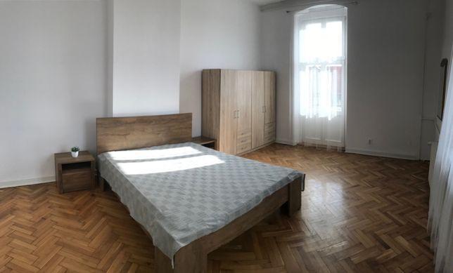 Dwa pokoje w przestronnym i ładnym mieszkaniu w centrum