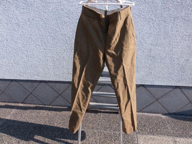 spodnie wojskowe z czasów wojny