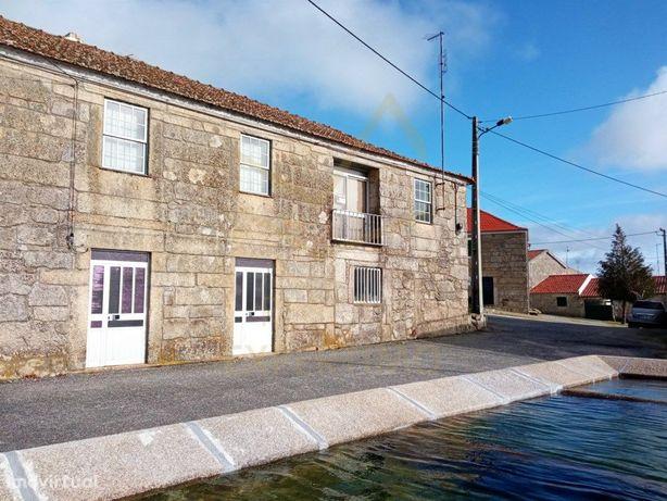 CASA DE ALDEIA, T5 em pedra de traça antiga a 14 km da Gu...