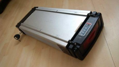 Akumulator li ion litowo jonowy niesprawny obudowa akumulator skrzynka