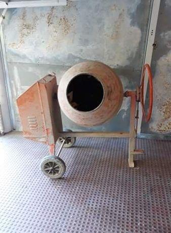 Alugo Betoneira 180 litros