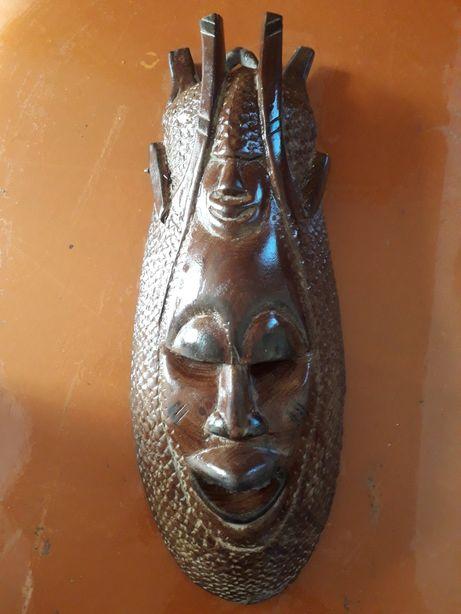 Продам Африканскую маску из красного дерева