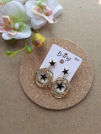 Стильные золотистые серьги кольца со звёздами