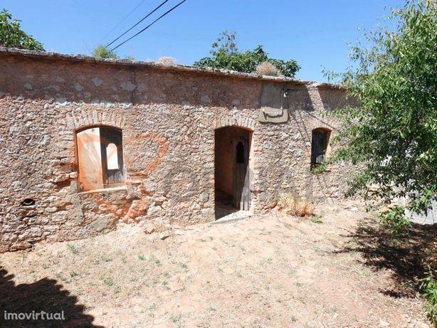 Ruína com terreno para venda em Boliqueime