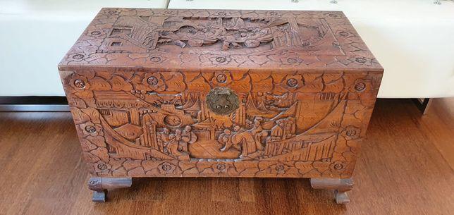Arca madeira trabalhada antiga