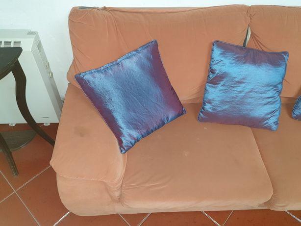 Conjunto de 2 sofás num total de 3 lugares, capas amovíveis para limpa