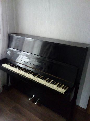 Продам пианино,Украина.