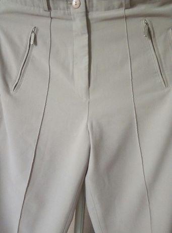 Жилет и стрейчевые брючки с отстроченной стрелкой и еще брюки