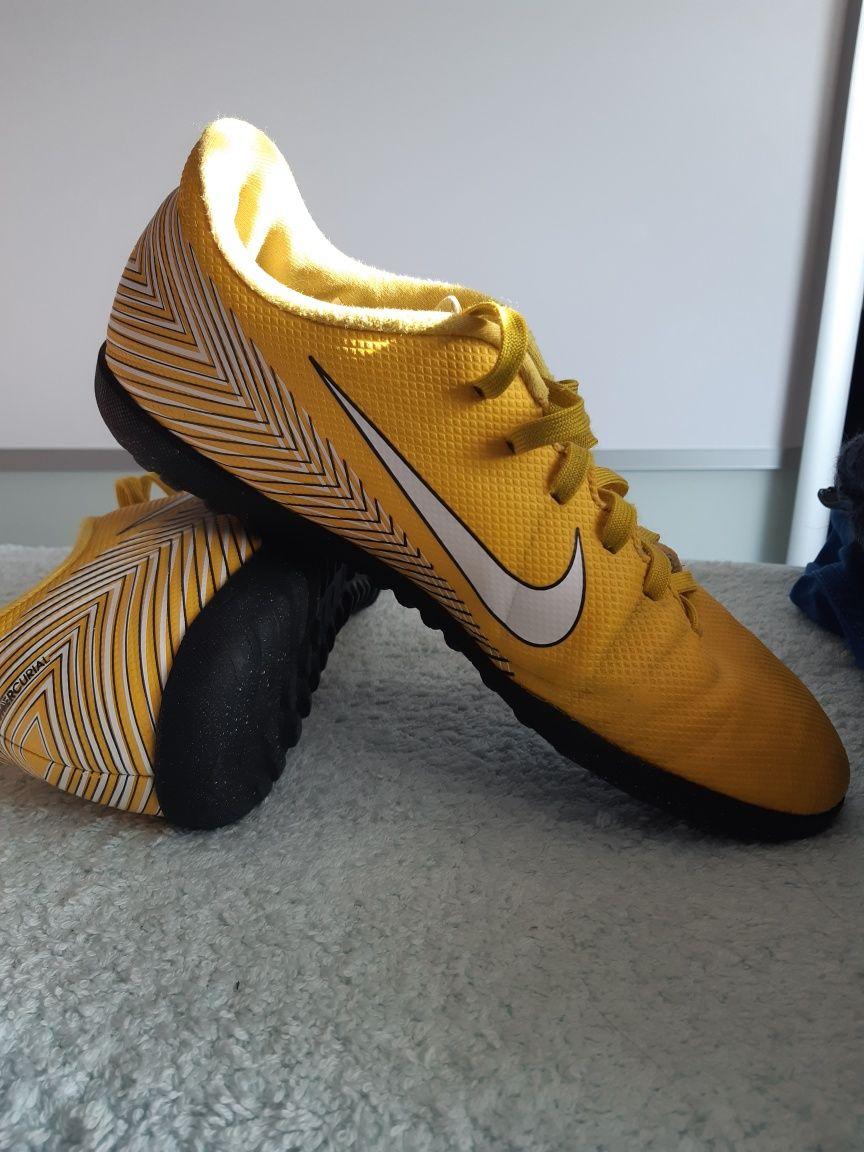 Buty piłkarskie Nike 39