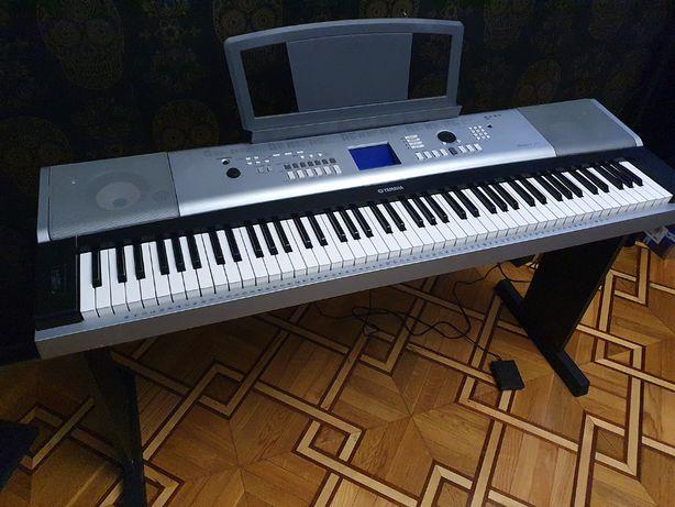 синтезатор електропіаніно Yamaha Portable Grand DGX-520, робочий