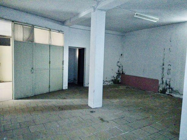 Aluga-se Garagem / Armazém