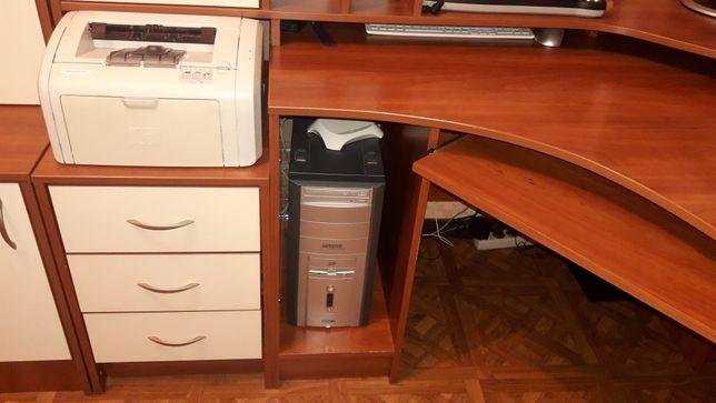 Письменный стол 1.60 на 1.20 с надстройками можно школьнику студенту