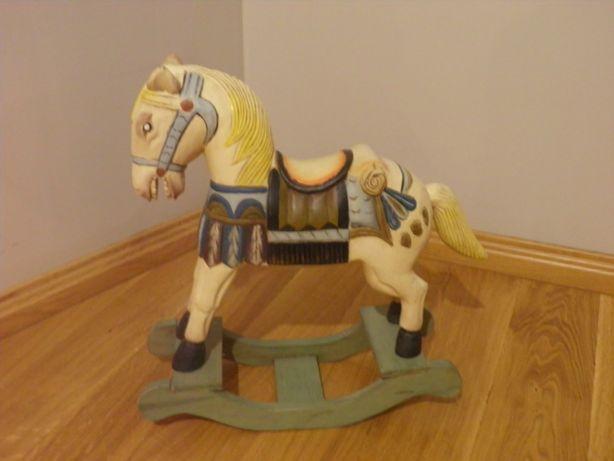 Koń z drewna ręcznie malowany