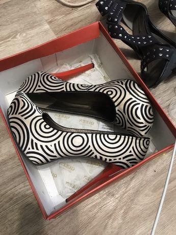 Шикарные туфли с красным каблуком