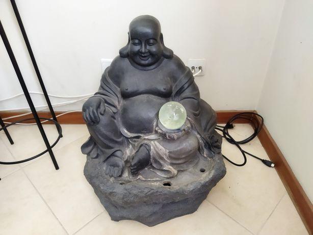 Estátua fonte buda
