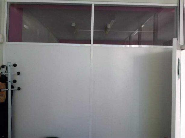 Divisórias com portas e vidros