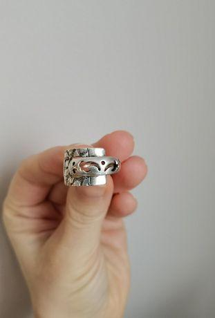 Кольцо серебряное с необычным рисунком