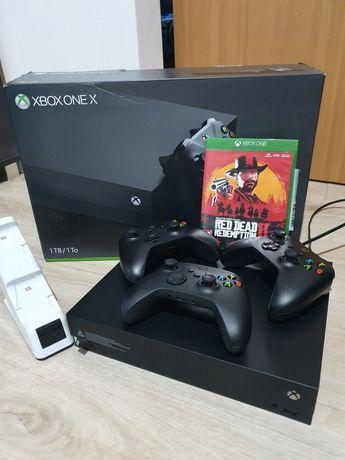 Xbox one x 1TB + gra + 3 pady