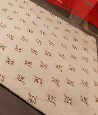 Duży wełniany dywan w róże gumowany wygłuszający