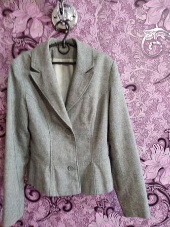 Продам пиджак 42- 44 размер