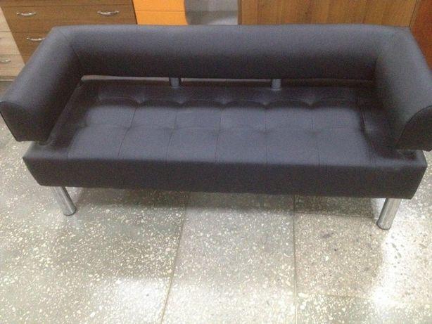 Офісний диван чорного кольору
