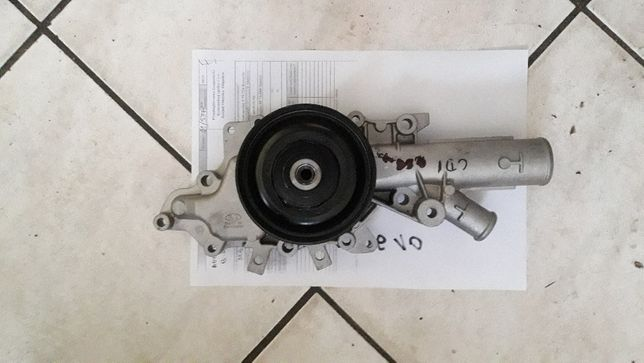 Pompa wody do mercedesa silnik 2,2cdi
