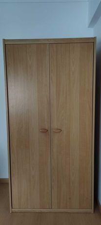 Roupeiro e estante de madeira