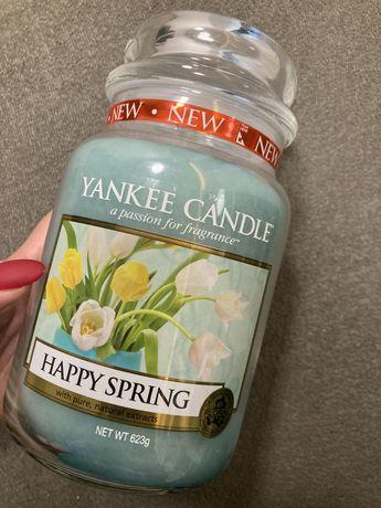 Yankee Candle duża nowa świeca zapachowa Happy Spring