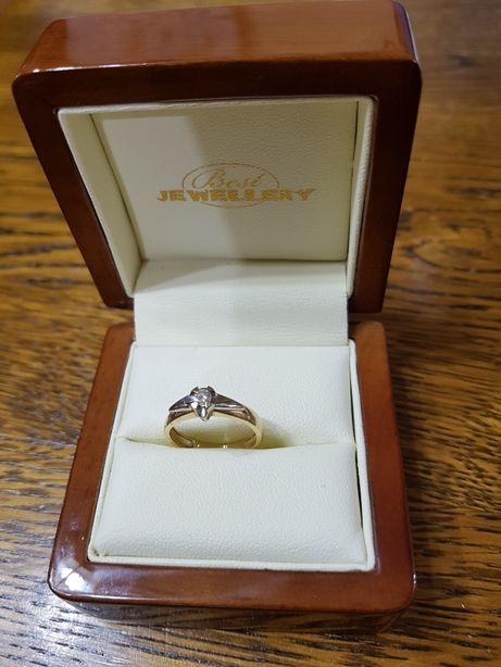 Pierścionek zaręczynowy białeżółte złoto z brylantem rozmiar 8