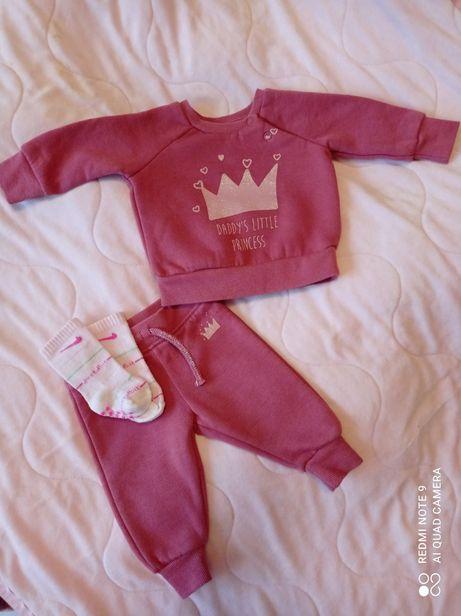 Тепленький костюм для новорожденной девочки