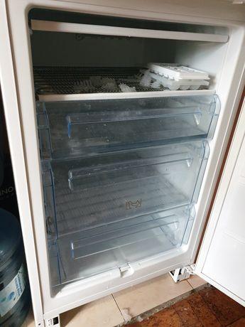 Холодильник електролюкс