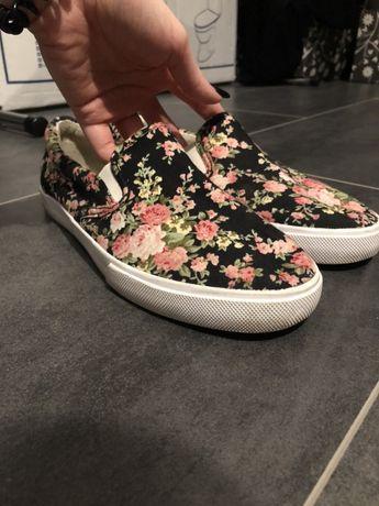 Buty w kwiatki