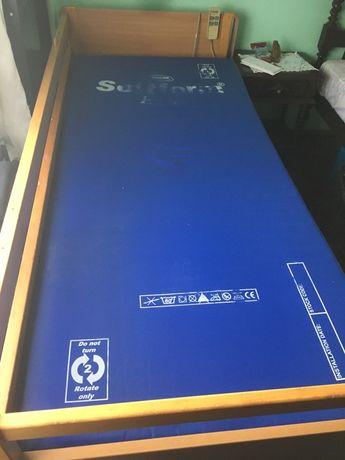 Cama articulada elétrica hospitalar usada com colchão anti-escaras