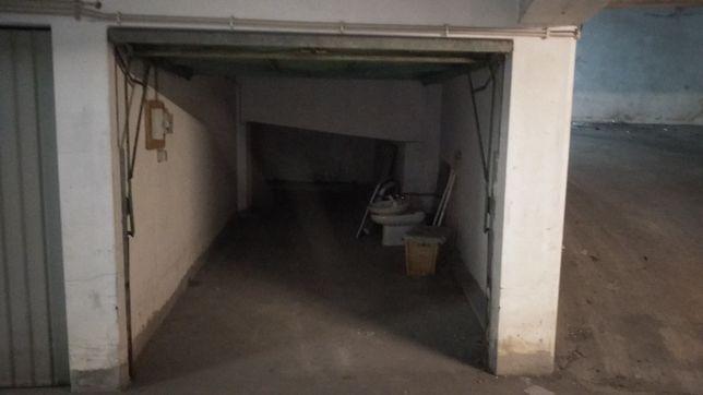 Garagem fechada Meadela