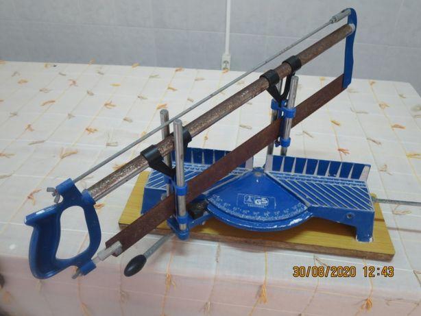 Serra de corte manual com esquadria (usada)