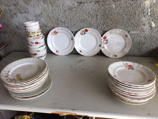 30 pratos antigos de várias marcas e 12 tijelas