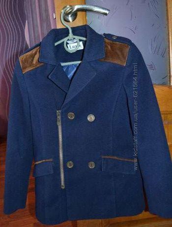 Полу-пальто на мальчика р. 140