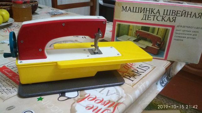 Дитяча швейна машинка